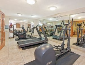 alsip hotels with fitness center